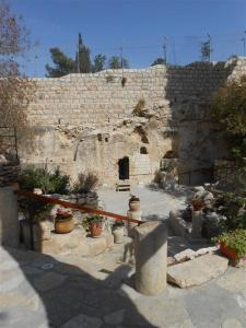 garden tomb (13) (Medium)